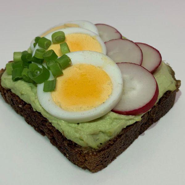 Slunečnicový vege chlebík avokádo a vejce